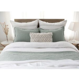 Style Your Bed Like a Pro! - Talie Jane Interiors